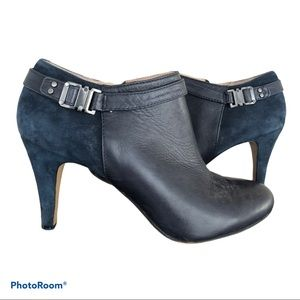 VINCE CAMUTO navy suede and leather booties